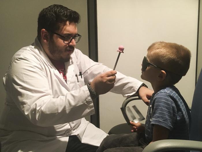 La Clínica Optométrica de la Universitat de València colabora en la investigación de la ataxia telangiectasia