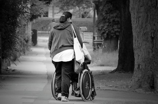 Asistente personal, acompañante domiciliario o cuidador: Una figura imprescindible